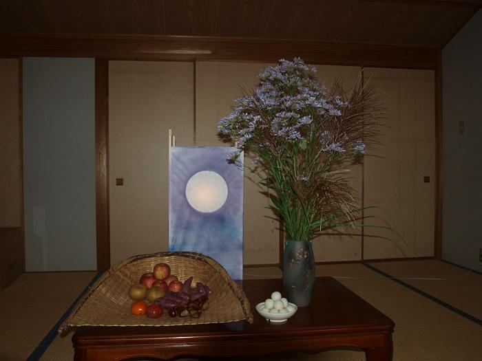 食堂にお団子とお月様